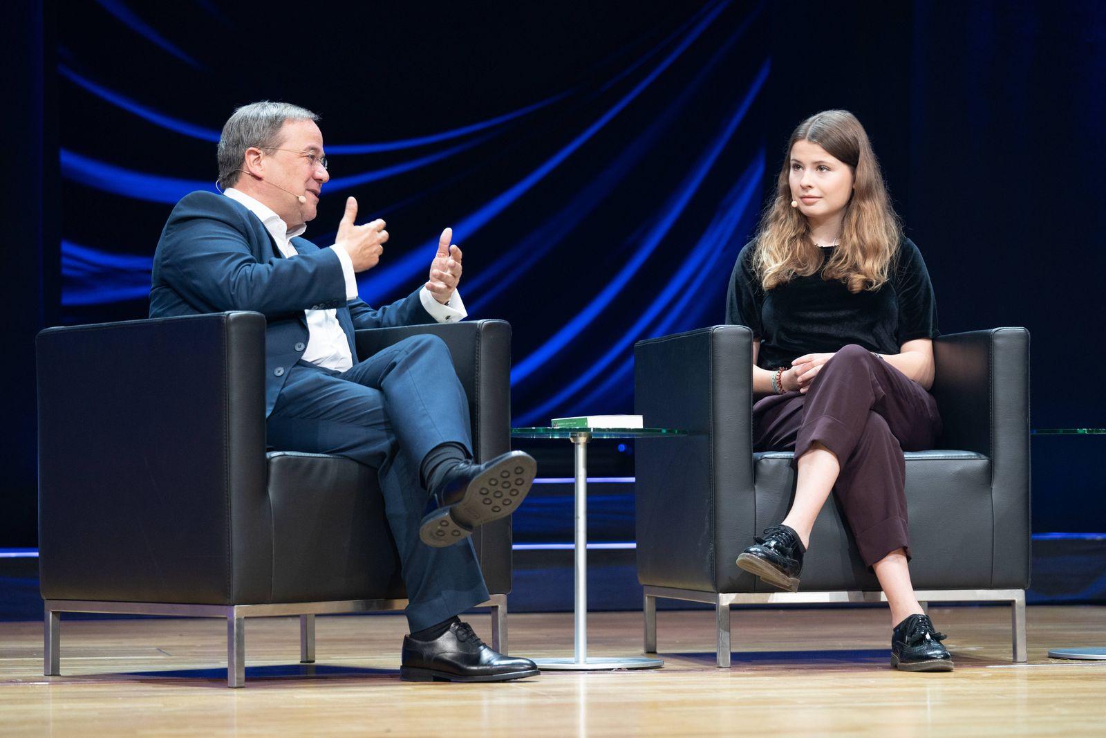Frankfurter Buchmesse 2019 - Messe Frankfurt - Armin Laschet, Ministerpräsident NRW im Gespräch mit Luisa Neubauer, Mod