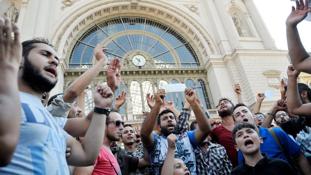 Flüchtlinge: Budapester Bahnhof abgeriegelt