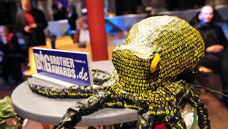 Datenkraken: Maskottchen bei der Verleihung der Big Brother Awards 2009