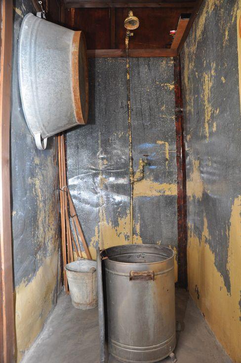Entbehrungsreicher Neubeginn in Palästina: So sah das Badezimmer einer frühen Siedlerhütte aus