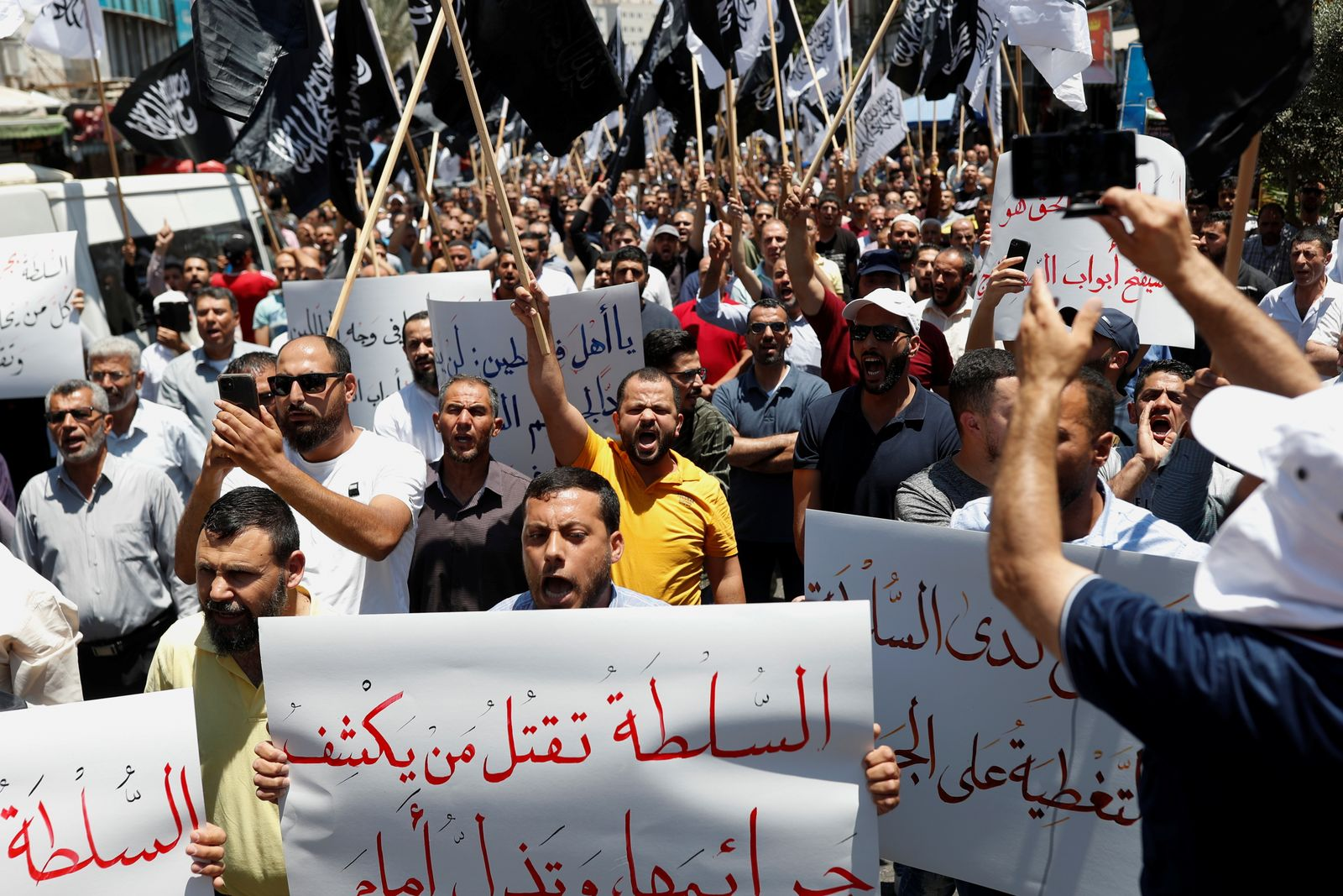 People over the death of Nizar Banat, in Ramallah