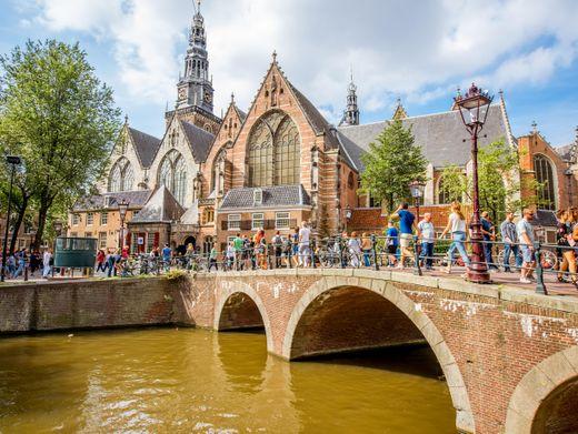 Pittoreskes Amsterdam: Fast 22 Millionen Touristen kamen vor der Coronakrise pro Jahr in die Stadt