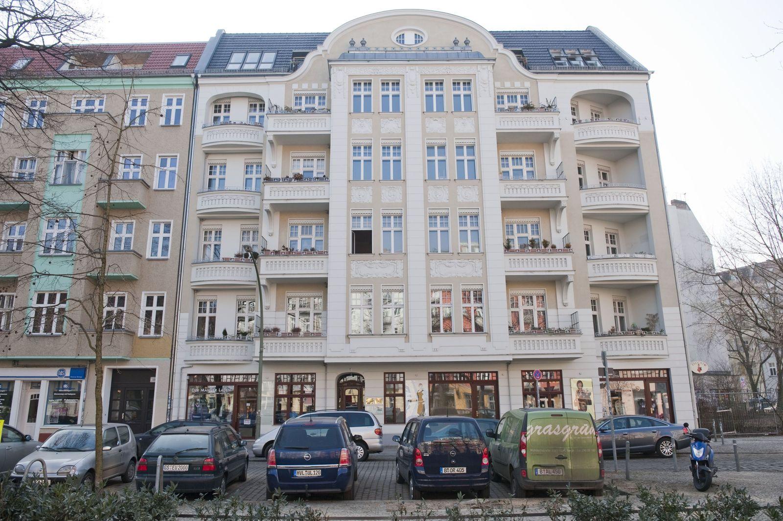 Wohnen in Berlin / Altbau / Hausfassade / Berlin