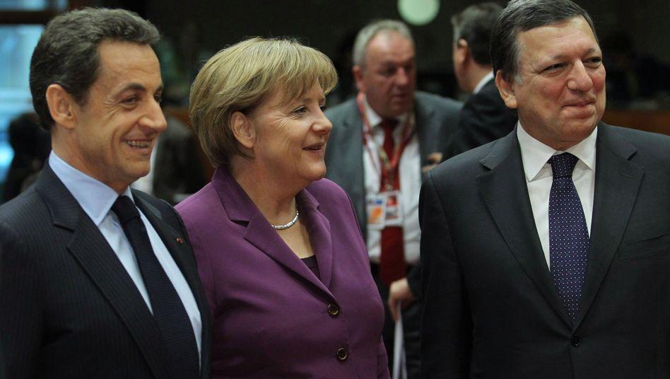 """Sarkozy (l.), Merkel, Barroso in Brüssel: """"Stimmen so gewichten, dass Deutschland ein Veto behält"""""""