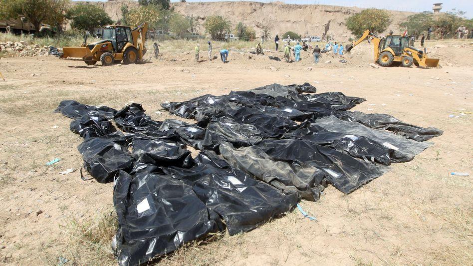 """Leichen der Opfer des IS-Massakers in Tikrit: """"Die Schützen waren unmaskiert"""""""