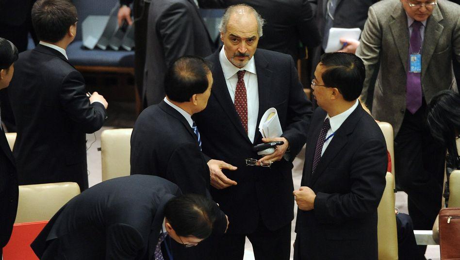 Syriens Uno-Botschafter Baschar Dschafari im Gespräch mit Chinas Botschafter Li Baodong