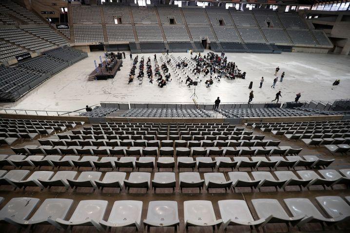 In Barcelona hat es im März erstmals seit Beginn der Pandemie wieder ein Konzert mit etwa 5.000 Zuschauern gegeben