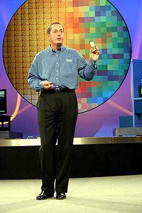 """Paul Otellini: """"drastische"""" Leistungssteigerung durch 1,7 Milliarden Transistoren auf einem Doppel-Chip"""