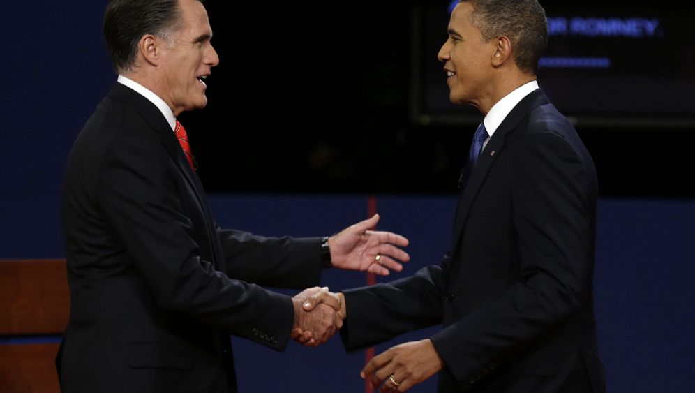 Photo Gallery: Impassioned Romney, Chilly Obama