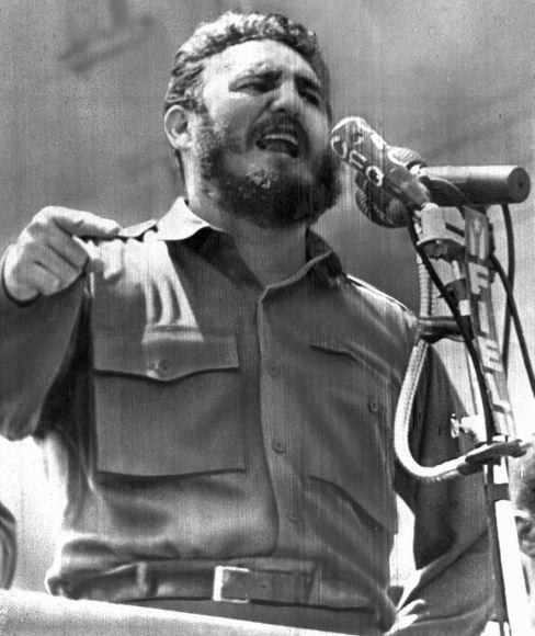 Fidel Castro warf Kennedy am 16. April 1961 Flugzeugangriffe auf drei kubanische Städte im Morgengrauen vor. Tags darauf begann die Invasion in der Schweinebucht