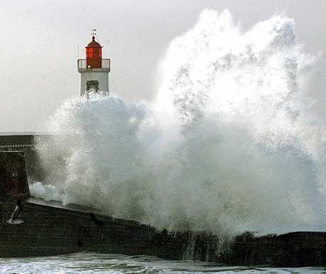 Sturmflut an der französischen Atlantikküste: Millionen Menschen von Küstenstürmen bedroht