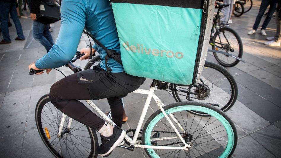 Deliveroo-Fahrer: Schnöde Essenboxen, schick gestylt - das ist die Masche des Lieferdienstes (hier ein Foto aus Paris)