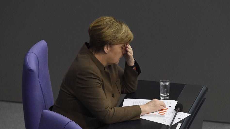 Kanzlerin Merkel im Bundestag: Spätestens 2017 wird wieder gewählt