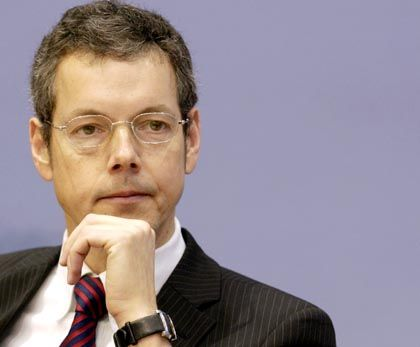 Peter Bofinger would like to see a more active European Central Bank.