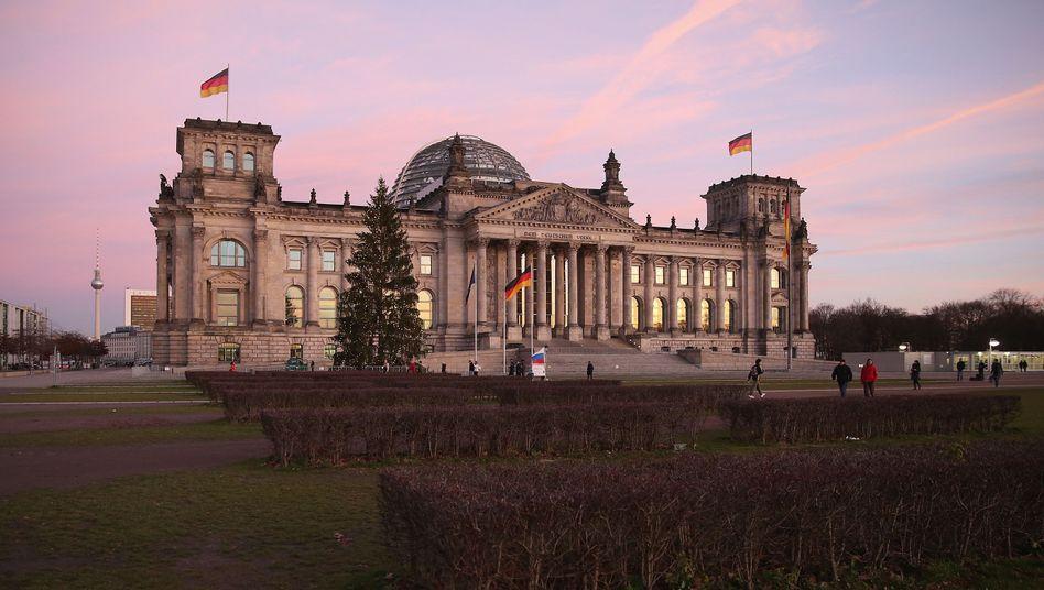 Reichstagsgebäude in Berlin: Behörden und Bundestag wurden früher gewarnt