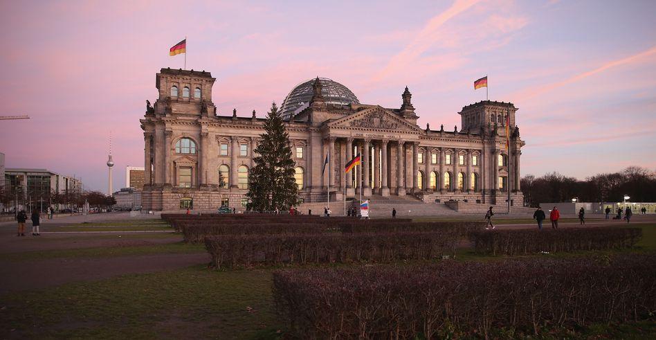Reichstag in Berlin: Immunitätsausschuss entscheidet über Ermittlungsgesuch