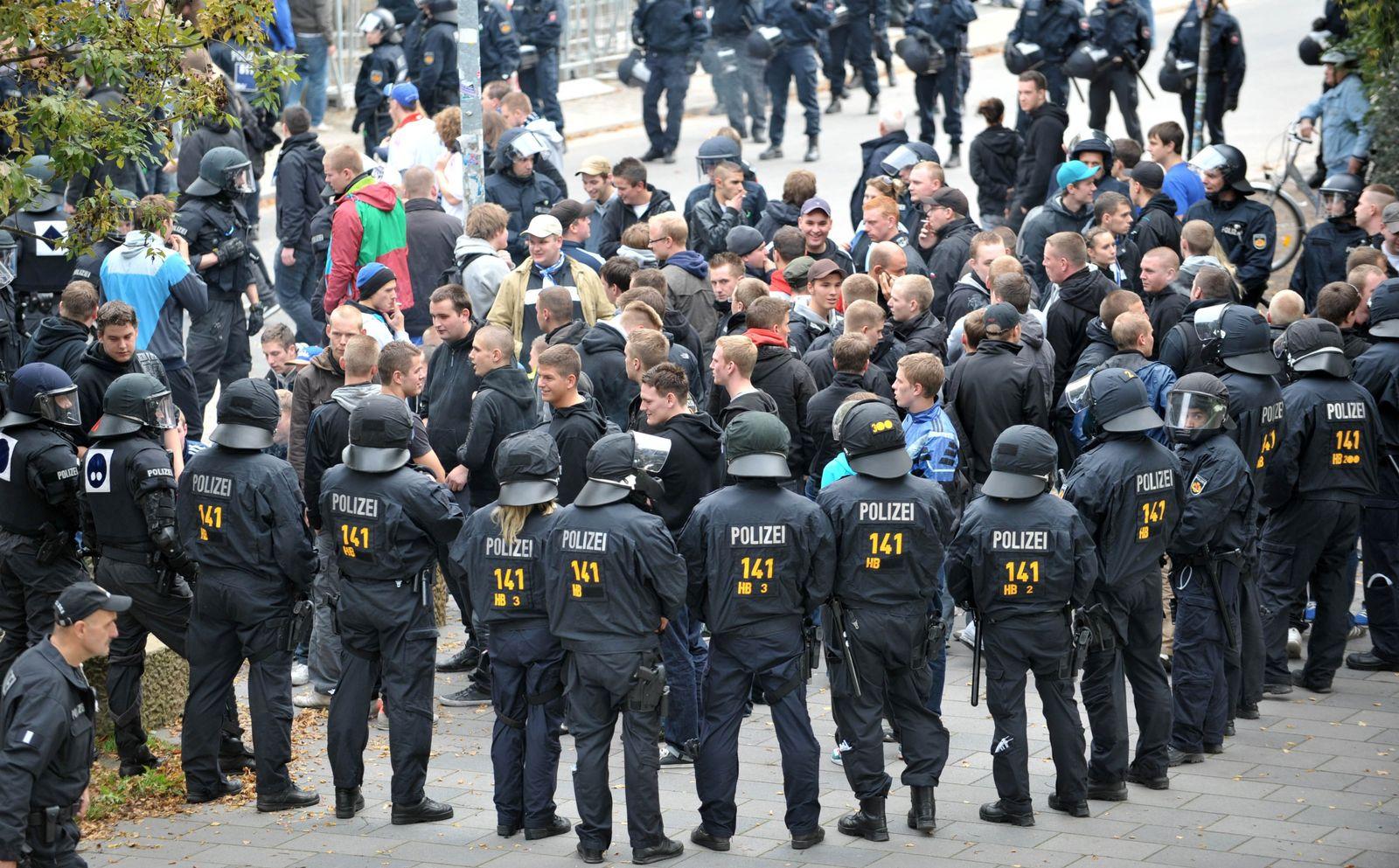 Werder Bremen - Hamburger SV polizei und fans