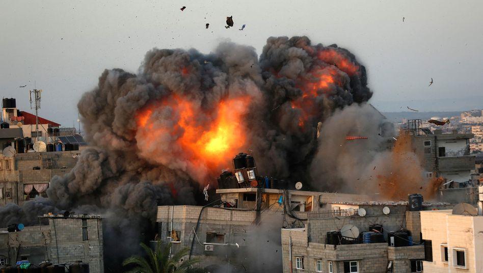 Explosion im Gazastreifen: Die israelische Armee hat ihre massiven Angriffe in der Nacht fortgesetzt