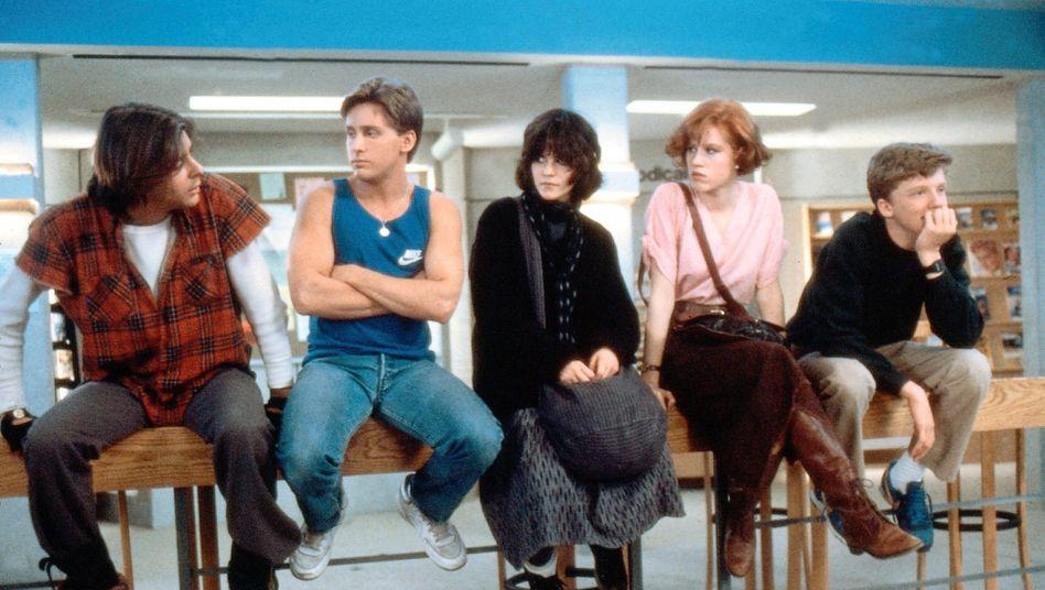 Szene aus John Hughes' Film »The Breakfast Club« (ganz links Judd Nelson als John Bender)