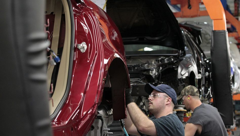"""Montage in GM-Werk in Michigan: """"Die Liste der Tätigkeiten, in denen Menschen besser als Maschinen sind, schrumpft rasant"""""""
