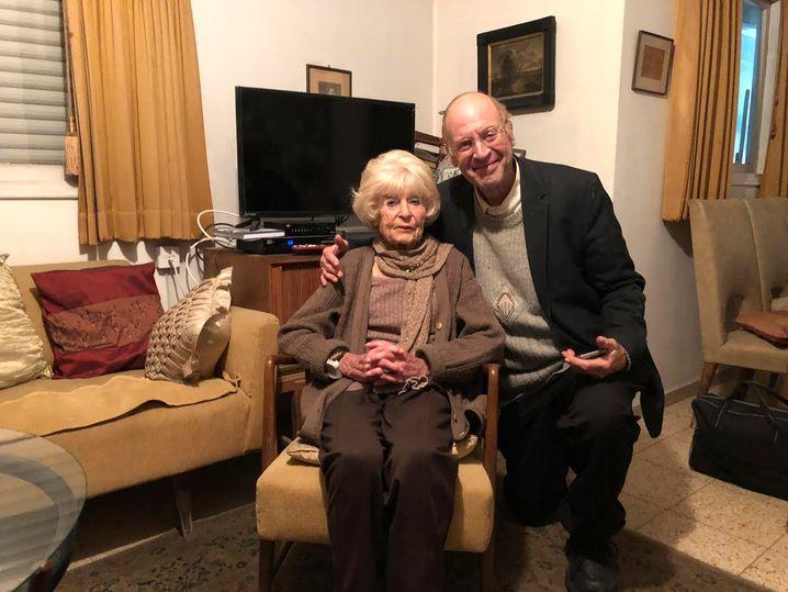 Historiker Gideon Greif mit seiner Mutter Beatrice, die 2020 im Alter von 94 verstarb. Sie war 1939 als Kind mit ihren Eltern nach Palästina geflohen
