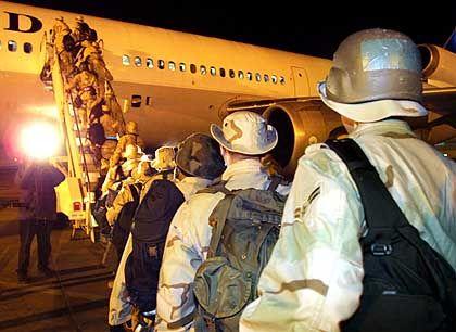 US-Soldaten der Airbase Spangdahlem starten in den Irakkrieg: Manche lassen soldatische Tugenden vermissen