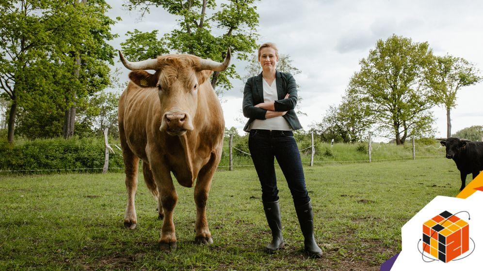 Politikerin Buder mit Rindern
