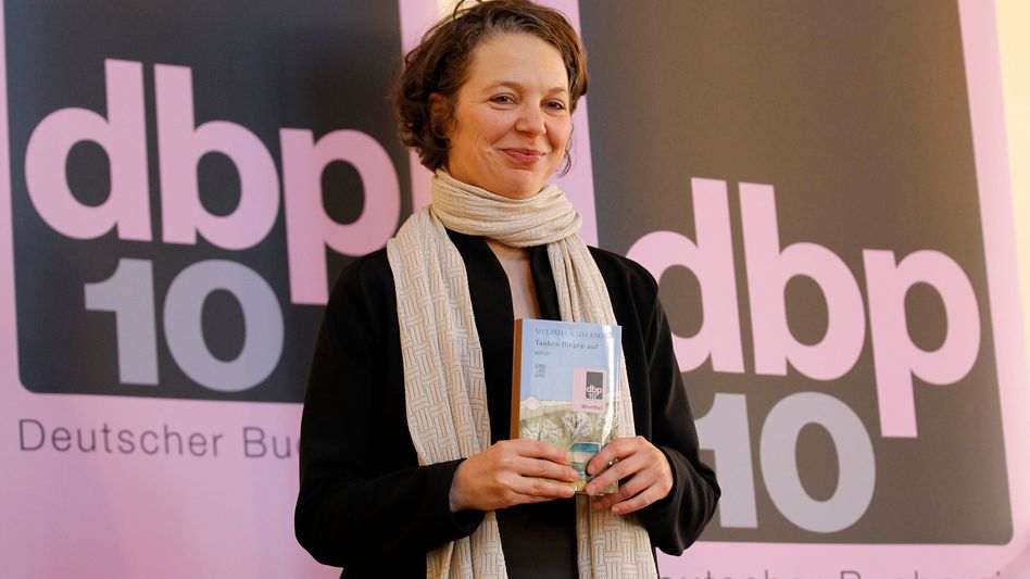 """Preisträgerin Abonji bei der Verleihung des Deutschen Buchpreises: """"Stimme zittert"""""""