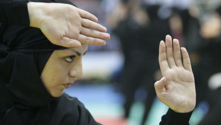 Iran schließt Reuters-Büro: Sportliche Kampfkünstlerinnen