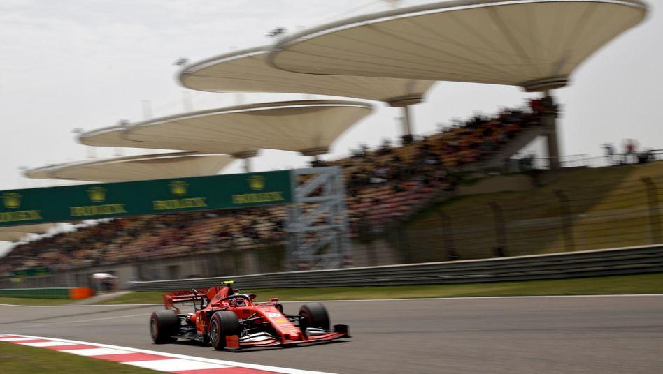 Ferrari-Pilot Charles Leclerc in Aktion: Freies Training beim Grand Prix von China im vergangenen Jahr