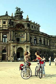 Über den Elberadweg nach Dresden: Brückentage können in 2004 kaum für Kurzreisen genutzt werden
