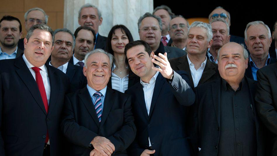Ministerpräsident Tsipras (Mitte), Regierungsmitglieder: Schuldenerlass außer Frage