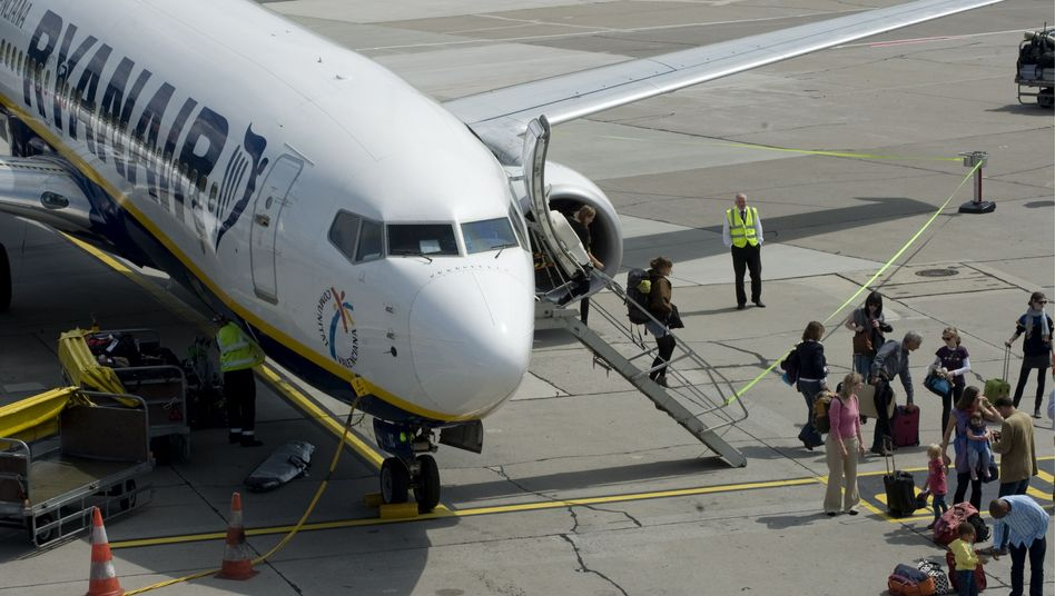 Flugzeug von Ryanair: Spanische Flugsicherheitsbehörde prüft Notlandungen