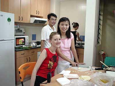 Interkulturelles Kochen: Julia Holtz mit ihren chinesischen Freunden