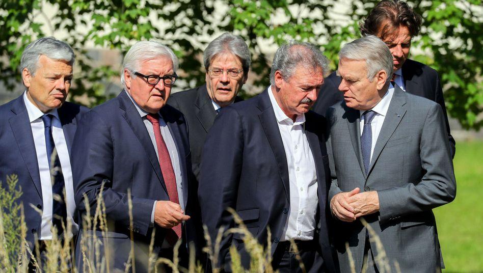 Außenminister Steinmeier (2.v.l.) mit Amtskollegen