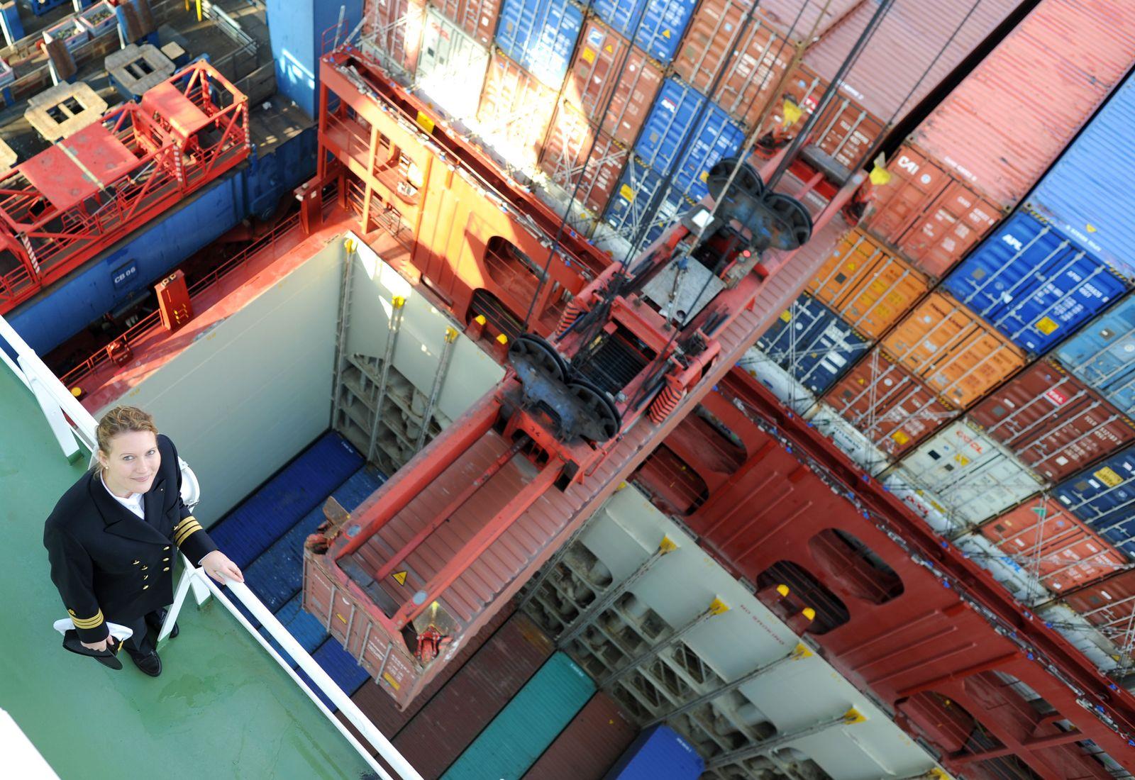 KaSP Frauen im Hafen - Hapag-Lloyd-Offizierin Silke Muschitz
