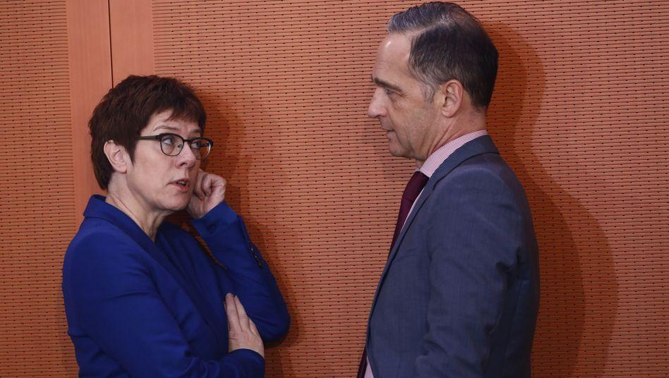 Bundesverteidigungsministerin Annegret Kramp-Karrenbauer und Bundesaußenminister Heiko Maas (Archivbild)