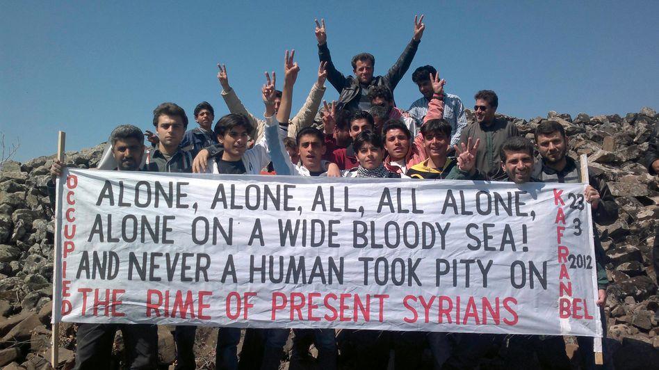 Proteste gegen Assad am Freitag nahe der syrischen Stadt Idlib: 8000 Tote in einem Jahr