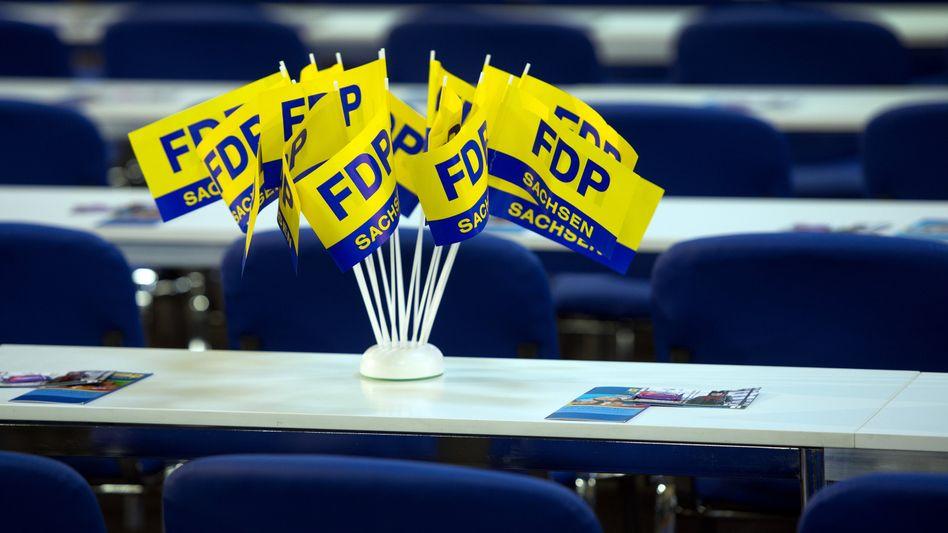 FDP-Fähnchen (in Sachsen): Gemischte Umfrageergebnisse