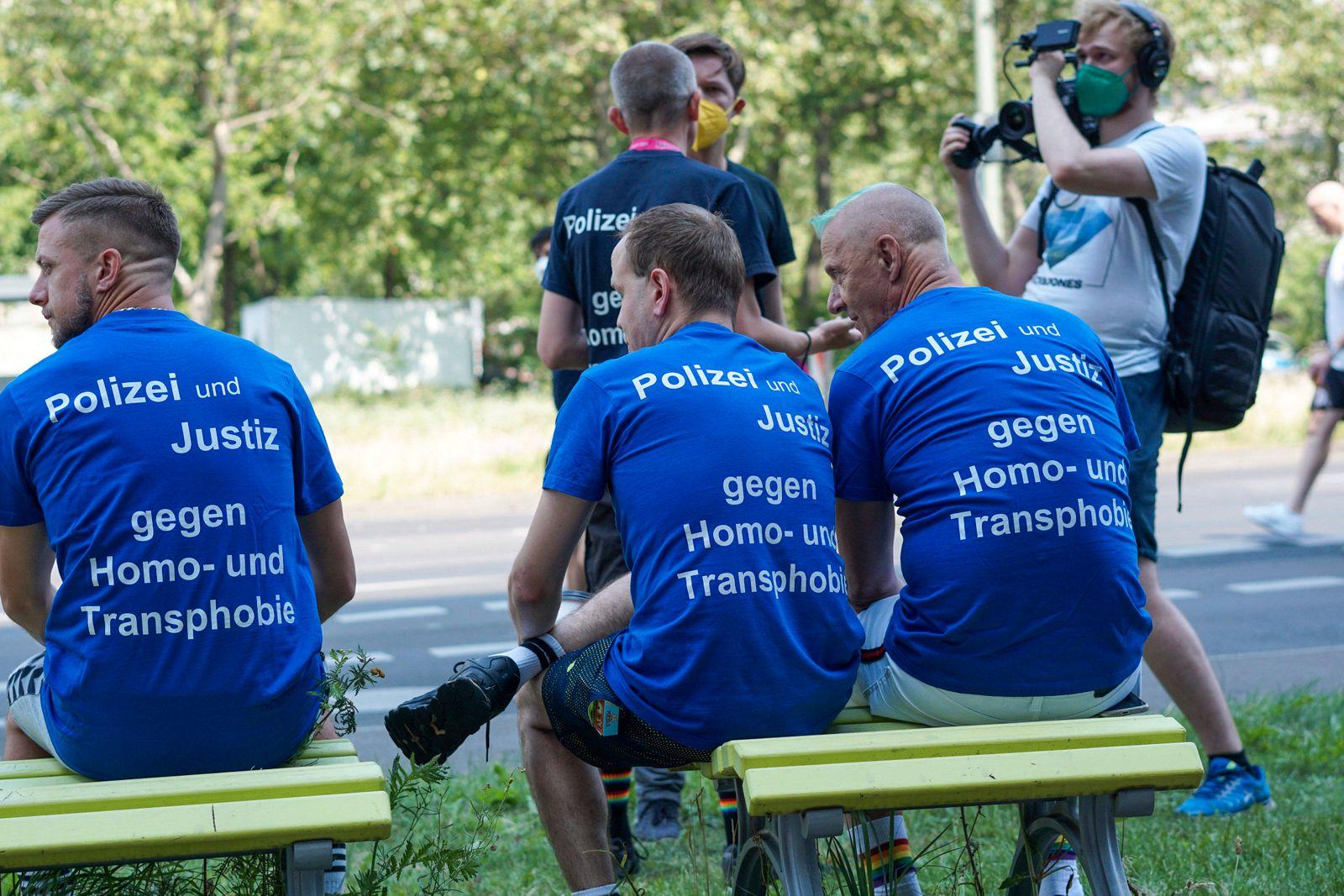 Berlin, Deutschland 24. Juli 2021: Polizei und Justiz gegen Homophobie Berlin *** Berlin, Germany 24 July 2021 Police a