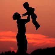 Mutter mit Kind: Trotz Vollzeitjob nur 200 Euro mehr netto