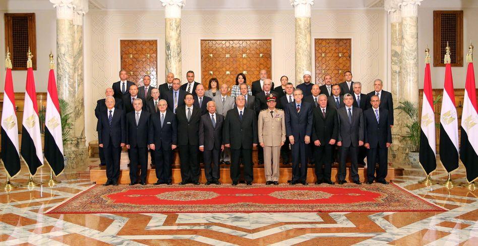 Ägyptens vereidigte Übergangsregierung: Kommandeur der Streitkräfte wird Vizeministerpräsident