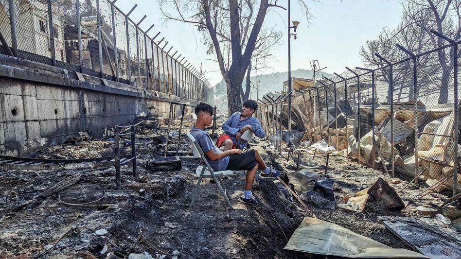 Flüchtlinge im abgebrannten Lager Moria