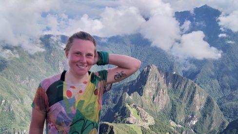 """Ihre erste Radreise führte Annika Traser, 27, rund 3500 Kilometer von Adelaide durch das australische Outback nach Perth. Damals war sie 19 und """"ziemlich naiv"""", wie sie heute sagt. 2018 fuhr sie zunächst quer durch Kanada, bevor sie Richtung Südamerika aufbrach und jetzt aufgrund der Corona-Epidemie abbrechen musste. Derzeit ist sie """"auf Heimaturlaub"""" in Berlin - sobald es möglich ist, möchte sie wieder mit dem Fahrrad aufbrechen."""