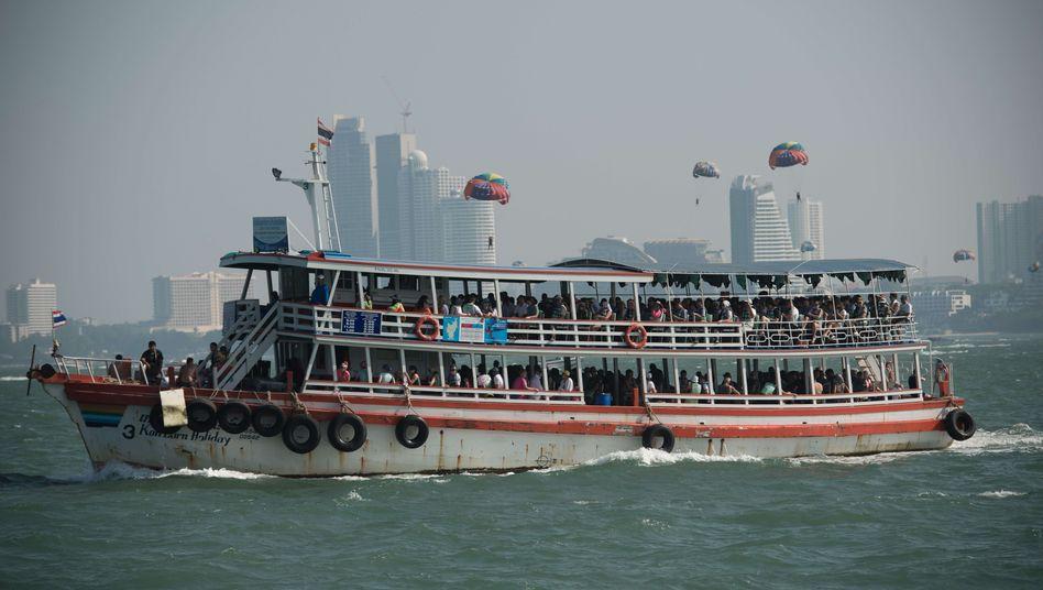 Fähre in Pattaya: Ein ähnliches Schiff war am Sonntag gesunken