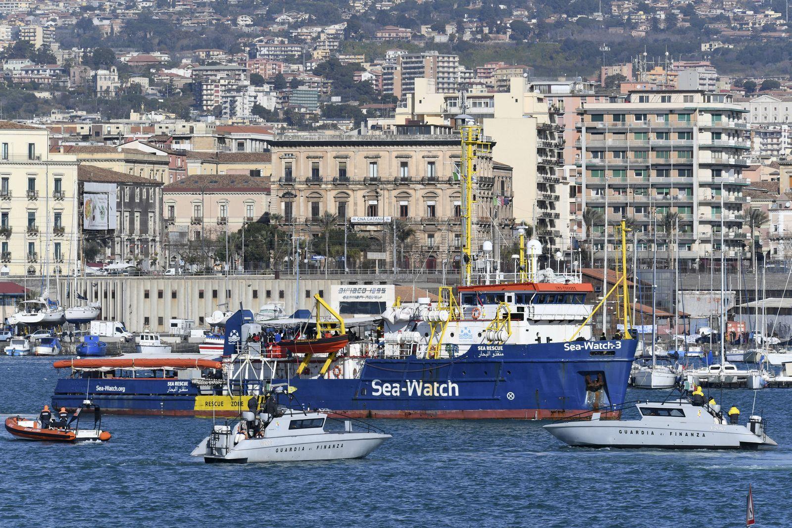 """Rettungsschiff """"Sea-Watch"""" in Hafen von Catania eingelaufen"""