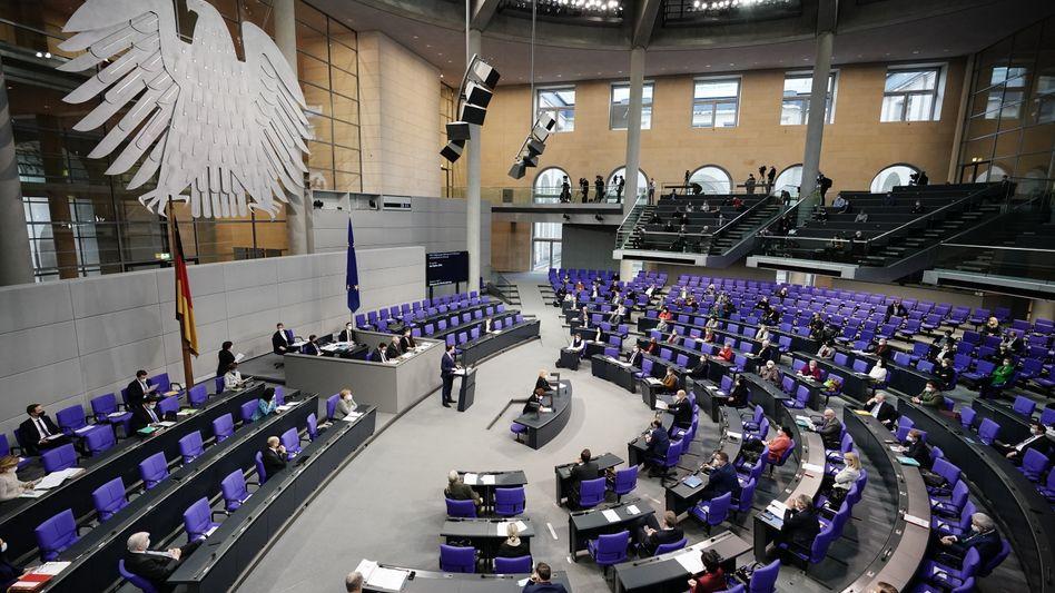 Bundesgesundheitsminister Jens Spahn (CDU) bei einer Regierungserklärung zu Corona-Impfungen