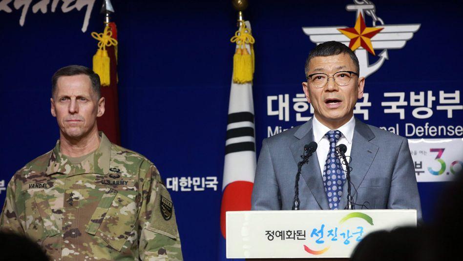 Kommandeur der US-Streitkräfte (l.) auf einer Pressekonferenz im südkoreanischen Verteidigungsministerium: Abwehr gegen Nordkorea