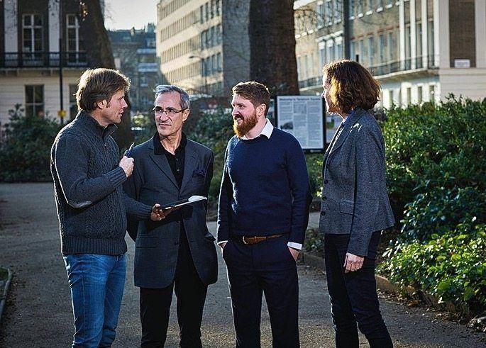 "Dorfman und Qvist with DER SPIEGEL reporters Philip Bethge (left) and Rafaela von Bredow (right) at University College London: ""This is fear-mongering."""