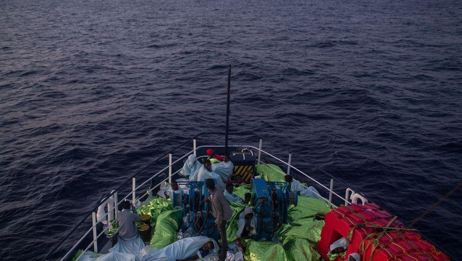 Rettungsschiff vor Lampedusa (Symbolbild)